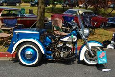 Klassiska blåa Harley Davidson Fotografering för Bildbyråer