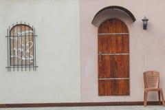 Klassiska dörrar och fönster Royaltyfria Foton