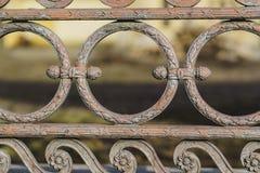 Klassiska dekorativa staket i gatan St Petersburg, Ryssland closeup Arkivfoto