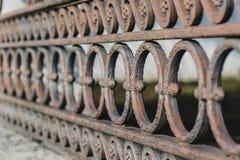 Klassiska dekorativa staket i gatan St Petersburg, Ryssland closeup Fotografering för Bildbyråer