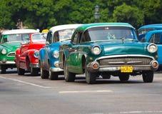 klassiska havana för amerikanska bilar gammala gator Arkivfoto