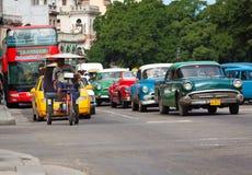 klassiska havana för amerikanska bilar gammala gator Fotografering för Bildbyråer