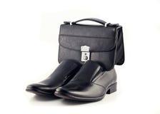 klassiska isolerade skor för lädermanpochette s Royaltyfri Foto