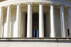 Klassiska joniska flöjtlika kolonner av Thomas Jefferson Memorial, västra Potomac parkerar, Washington DC Fotografering för Bildbyråer