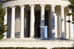 Klassiska joniska flöjtlika kolonner av Thomas Jefferson Memorial, västra Potomac parkerar, Washington DC Royaltyfri Foto