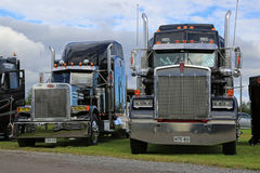 Klassiska Kenworth och Peterbilt lastbilar Fotografering för Bildbyråer