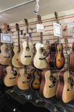 Klassiska och akustiska gitarrer Royaltyfri Foto