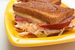 Klassiska Reuben Grilled Beef Sandwich Arkivfoto