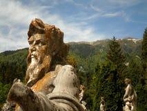 Klassiska statyer med naturen Royaltyfri Bild