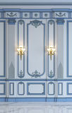 Klassiska väggpaneler i blått tonar med att förgylla framförande 3d Royaltyfri Bild