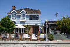 Klassiskt amerikanskt hus på Balboaön - orange län, Kalifornien royaltyfri fotografi