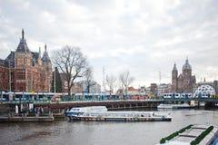 Klassiskt Amsterdam kanalfoto royaltyfri foto