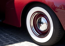 Klassiskt bilhjul arkivfoto