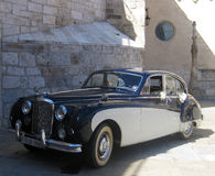 klassiskt bröllop för bil arkivbilder