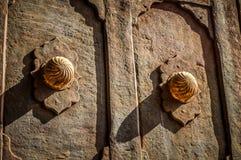 Klassiskt dörrhandtag i den Topkapı slotten fotografering för bildbyråer