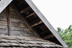 Klassiskt gammalt tr?tak f?r arkitektur arkivbild
