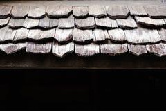 Klassiskt gammalt tr?tak f?r arkitektur royaltyfria bilder