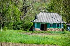 Klassiskt hus av den ukrainska byn royaltyfri foto
