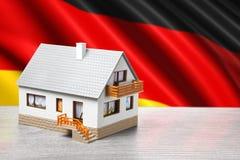 Klassiskt hus på tysk flaggabakgrund royaltyfria bilder