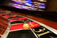 Klassiskt kasinorouletthjul med bollen arkivfoton