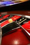 Klassiskt kasinorouletthjul med bollen arkivfoto
