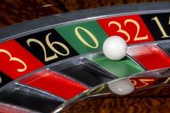 Klassiskt kasinorouletthjul med sektor nolla Arkivfoto