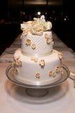 klassiskt litet bröllop för 2 cake Royaltyfria Bilder