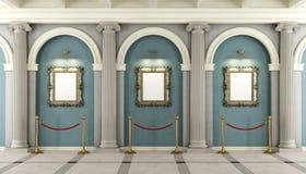 Klassiskt museum med den guld- ramen på väggen Arkivbild