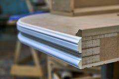 Klassiskt skrivbord Byggande tabletop Trämöblemangtillverkningsprocess royaltyfri bild