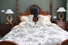 klassiskt stilfullt för sovrum royaltyfria bilder