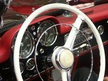 klassiskt styrningshjul för bil Arkivbild