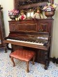 Klassiskt wood piano arkivbild