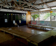 Klassrum i en grundskola för barn mellan 5 och 11 år i Kiribati Royaltyfria Foton