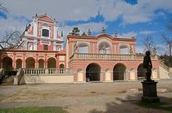 Klasterec nad Ohri, Tjeckien fotografering för bildbyråer