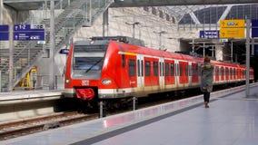 Klasy 425 elektryczna wieloskładnikowa jednostka na Köln Bonn Flughafen bahnhof obraz stock