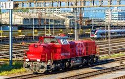 Klasy Am 843 oleju napędowego shunter przy Basel SBB stacją kolejową Te lokomotywy budowali Vossloh w 2003-2009 fotografia stock