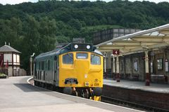 Klasy 25 oleju napędowego 25059 lokomotywa przy Keighley, Keighley i Worth, Zdjęcie Stock