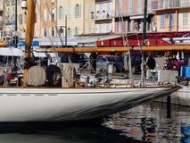 Klasyczna żeglowanie łódź przy świętym Tropez Obrazy Royalty Free