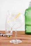 Klasyczna dżin tonika w balon szkle Obraz Royalty Free