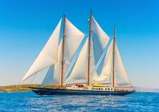 Klasyczna drewniana żeglowanie łódź Obrazy Royalty Free
