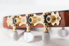 Klasyczna gitara: strojeniowy czop obrazy stock