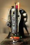 Klasyczna retro stylowa antykwarska ręczna szwalna maszyna Fotografia Stock
