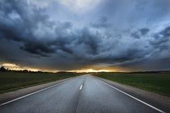 Klasyczna scena autostrada w obszarze wiejskim Obrazy Royalty Free