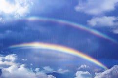 Klasyczna tęcza Tęcza przez niebo Zdjęcia Royalty Free