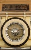 klasyczna zapasowa opona samochodowa Zdjęcia Stock