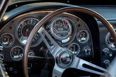 Klasyczne rocznik przejażdżki - samochody i kawa fotografia stock