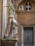 Klasyczne statuy w Mattei pałac, Rzym, Włochy Zdjęcia Royalty Free