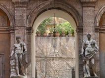 Klasyczne statuy w Mattei pałac, Rzym, Włochy Zdjęcia Stock