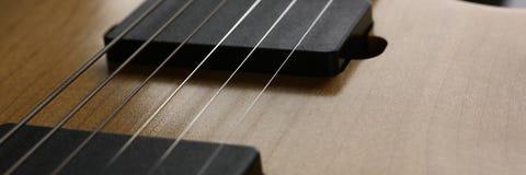 Klasycznego kształta drewniana gitara elektryczna z rosewood szyją Fotografia Royalty Free