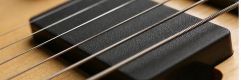 Klasycznego kształta drewniana gitara elektryczna z rosewood szyją Zdjęcia Stock